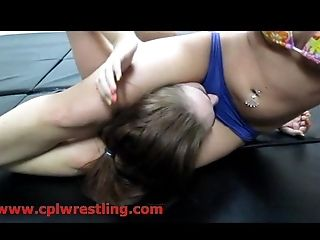Hard Quenning And Headscissors In A Real Fight Moment