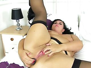 English Mummy Katie Thrusts A Buttplug Up Her Arse