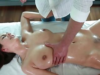 Sexually Appealing Woman Get Finger & Jaws Fucked