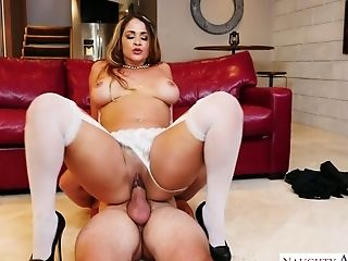 Big Bottomed Biz Woman Miss Raquel Fucks One Decadent Delivery Boy