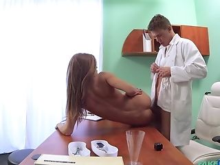 Sarah Kay Finds Herself Fucked By Her Improper Physician
