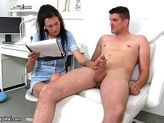 Horny Darkhaired Stunner Mummy I´d Like To Fuck Jerking Big Hard  - Hd