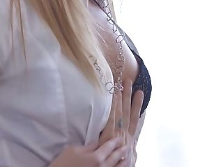 Hypnotizing Blonde Honey Kenna James Treats Her Bf With A Good Bj