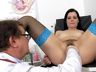 Stunner With Stockings Needs Medic's Help - Obgyn Porno