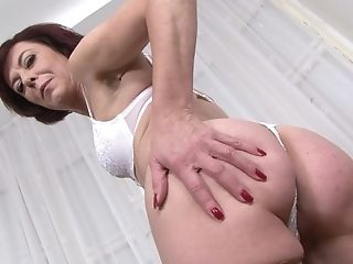 Matures Lara Gets Assfuck Drilled And Fucked