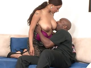 Nasty London Reigns Likes To Scream While A Black Stud Fucks Her