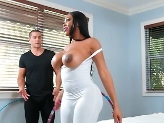 Intimate Trainer Ramon Nomar Motivates Black Cougar Moriah Mills