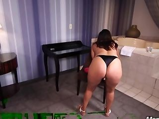 Sexy Dark-haired Cougar In The Bussiness Point Of View Porno Xxx