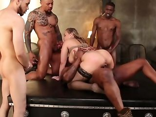 Hot Woman Makes Beau A Bounty Lovin' Interracial Gang-bang