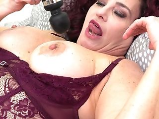 Drop Dead Gorgeous Bbw Amanda Ryder Is Playing With Fave Hook-up Plaything