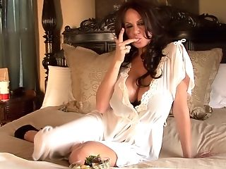 Dark-haired Kelly Madison Loves A Lavish Bath And A Onanism Game