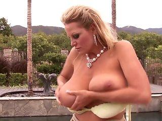 Kelly Madison Is A Lovely Mummy Who Luvs Masturbating In Public