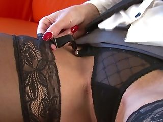 Stacked Cougar Jan Burton Loves Pleasing Her Twat With Fucktoys