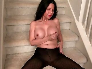 Yankee Cougar April Milky Taunts Her Nyloned Coochie