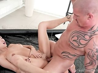 Sexy Masseuse Showcasing How To Service A Man Meat And She's So Sweet