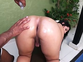 Big Tittied And Big Bottomed Shemale Kessia Brunelly Gets Her Ass-hole Banged