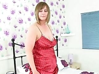 Brit Cougar April Rips Her Pantyhose For Effortless Access