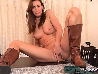 Brit Domina Lara Spandex Masturbating On Table Top In Sexy Leather Boots