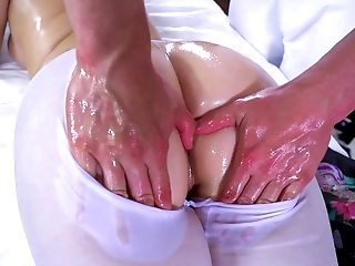 Ryan Smiles Leaves Horny Massagist To Deep Fuck Her Oiled Twat