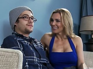 Spunky Fucking In The Living Room With Blonde Wifey Tanya Tate