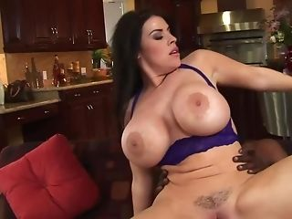 Curvy Cougar Actively Copulates With Excited Dark-hued Stud